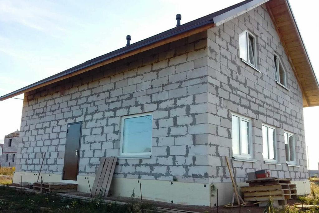 Какова максимальная высота стены из газобетона: нормы и правила