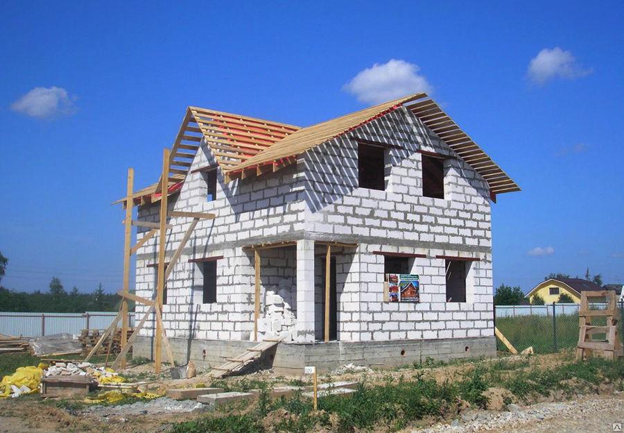 Дом из газобетона своими руками: особенности ведения строительства, полезные советы